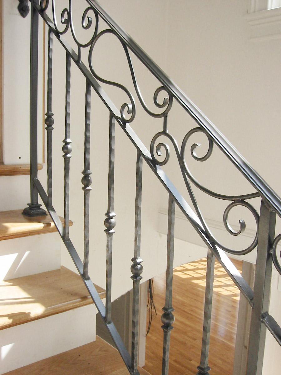 Кованые перила для лестниц в доме фото